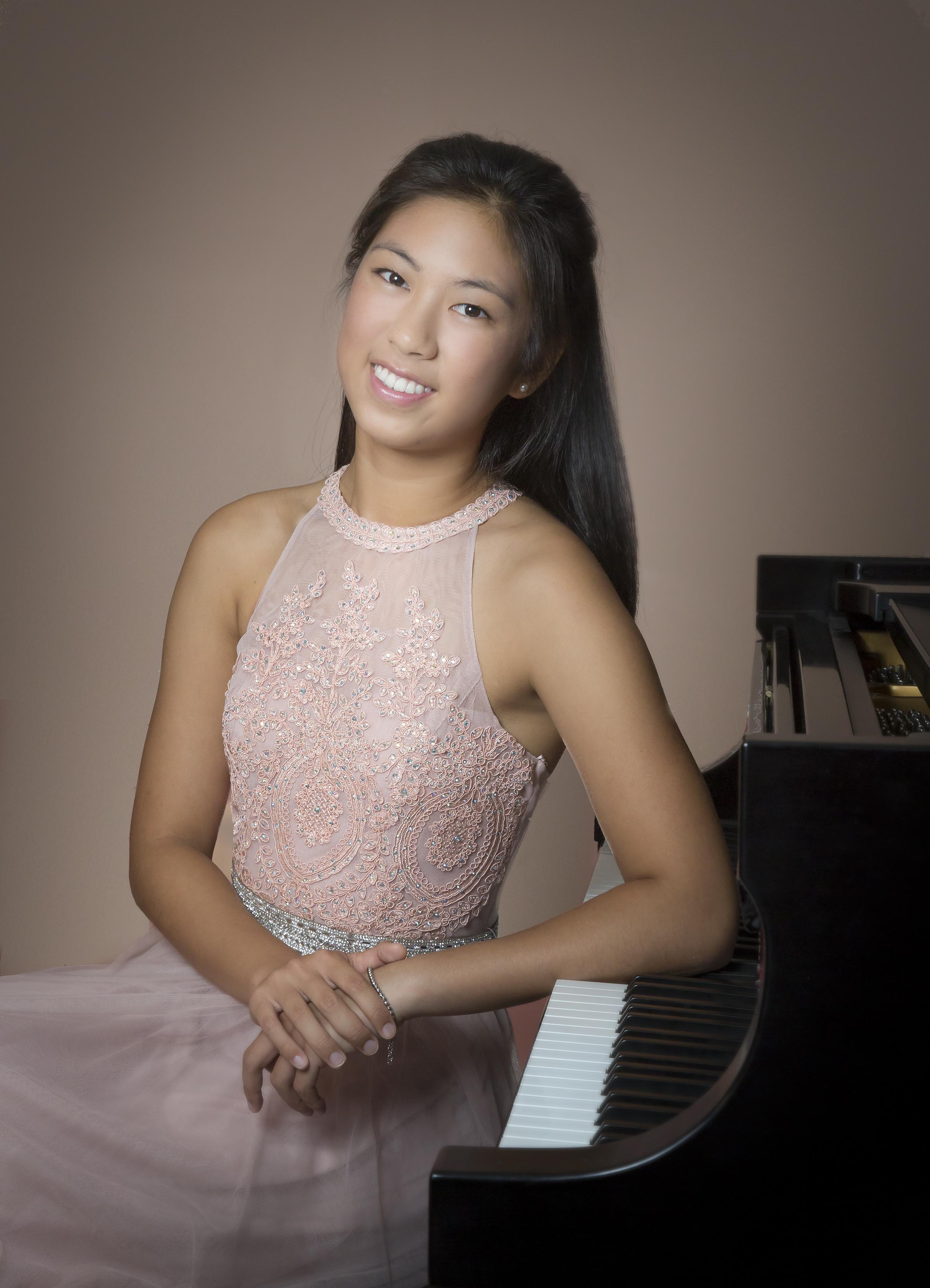 Symphony                        Jacqueline Chen (piano) Schumann    Piano Concerto in A Minor, Op. 54 (movement 1)